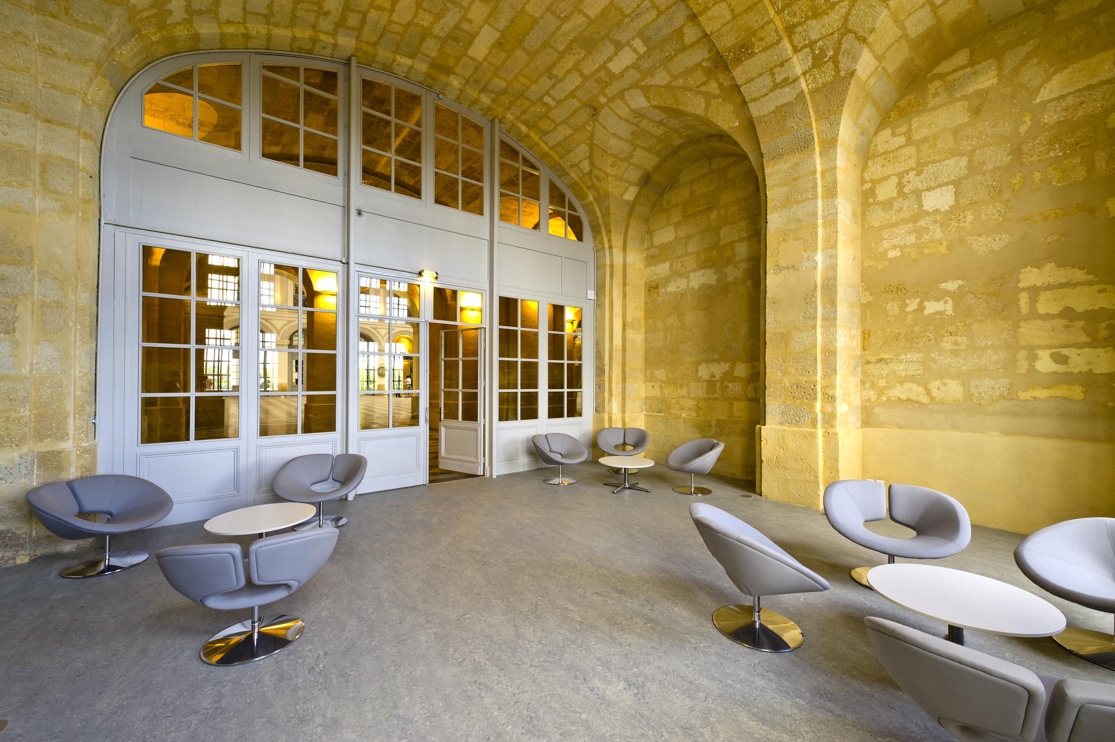 Grand Foyer Palais De La Bourse : Foyer garonne bordeaux palais de la bourse l espace