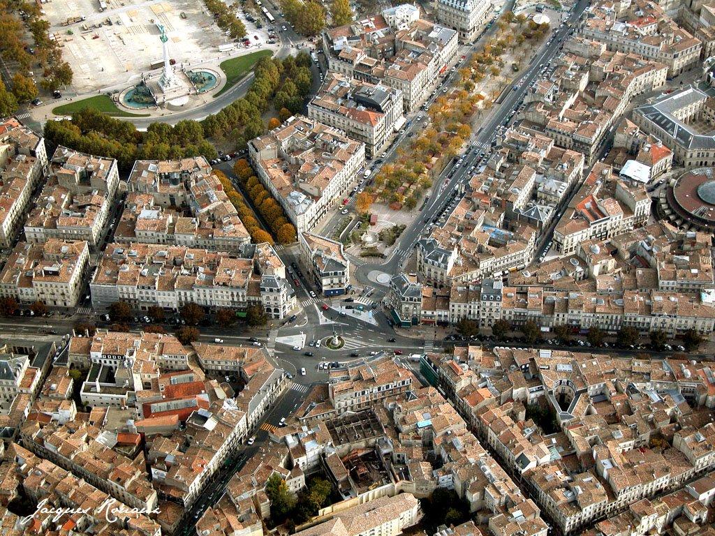 Marche noel tourny bordeaux bordeaux palais de la bourse for Le village du meuble bordeaux